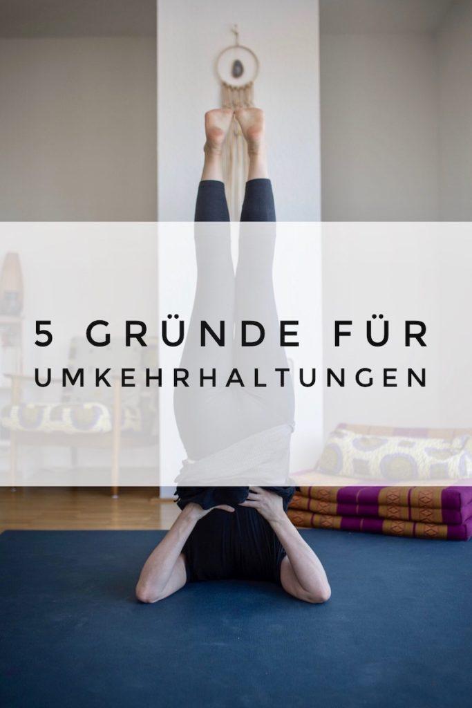 Umkehrhaltungen im Yoga haben eine ungeahnte Wirkung auf dein Energiesystem. Deswegen solltest du öfter mal auf dem Kopf stehen!