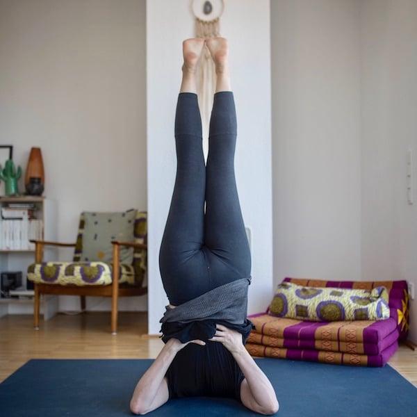 Upside down: Die Wirkung von Umkehrhaltungen im Yoga
