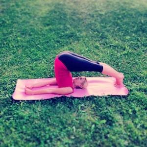 Yoga Übung Pflug