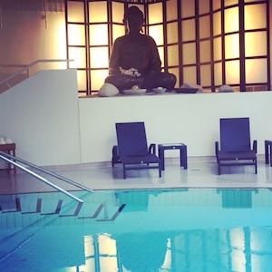 Schwimmen mit Buddha im Parkschlösschen