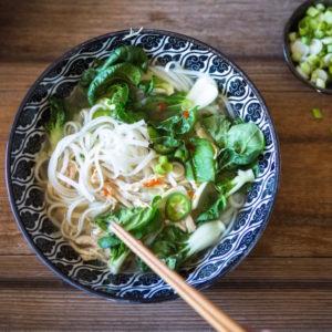 Pho Suppe ganz einfach selber machen: Hier kommt mein veganes Rezept!
