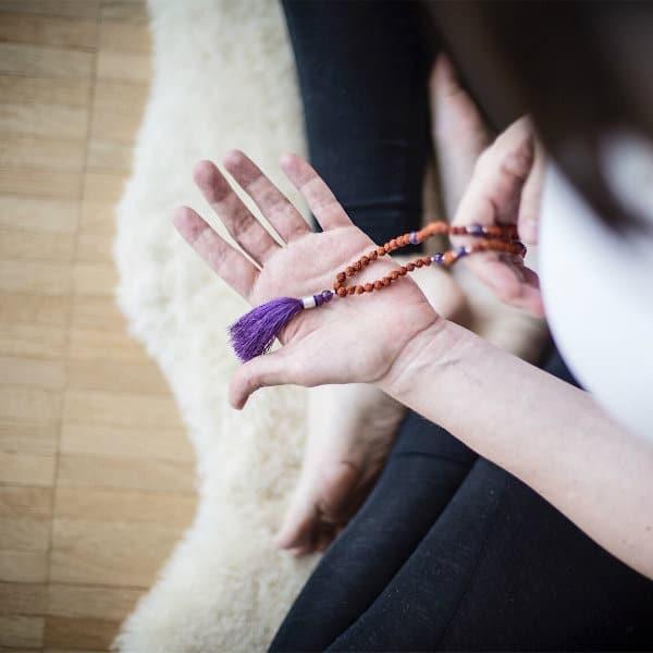 Mantra Meditation - wie du mit einer Mala meditieren kannst
