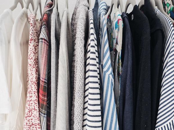 Minimalistische Garderobe: Einfach glücklich sein