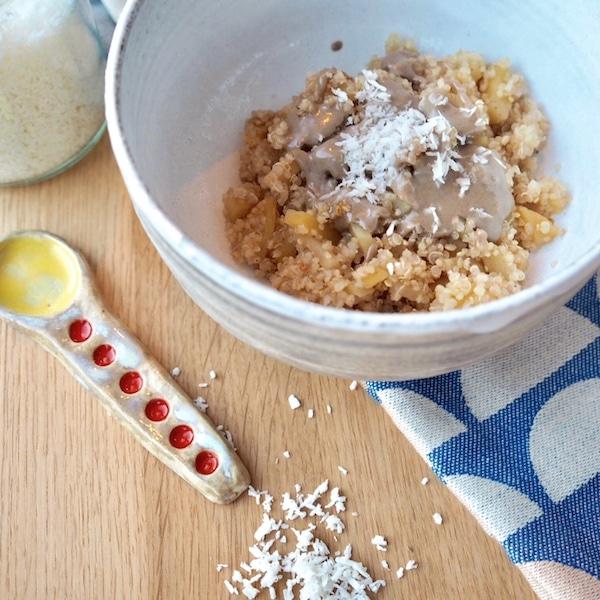 rezept ayurvedischer apfelkompott mit quinoa ingwer und tahini. Black Bedroom Furniture Sets. Home Design Ideas