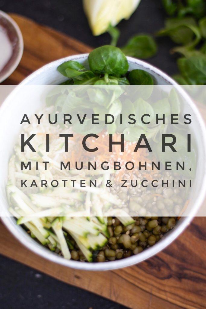Ayurvedisches Kitchari mit Mungbohnen und buntem Gemüse - das perfekte Detox-Essen und ein tolles Rezept für ein herzhaftes Ayurveda Frühstück #ayurveda #detox #omghee