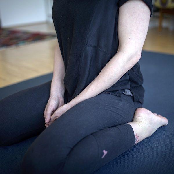 So kannst du dich im Yoga aufrichten