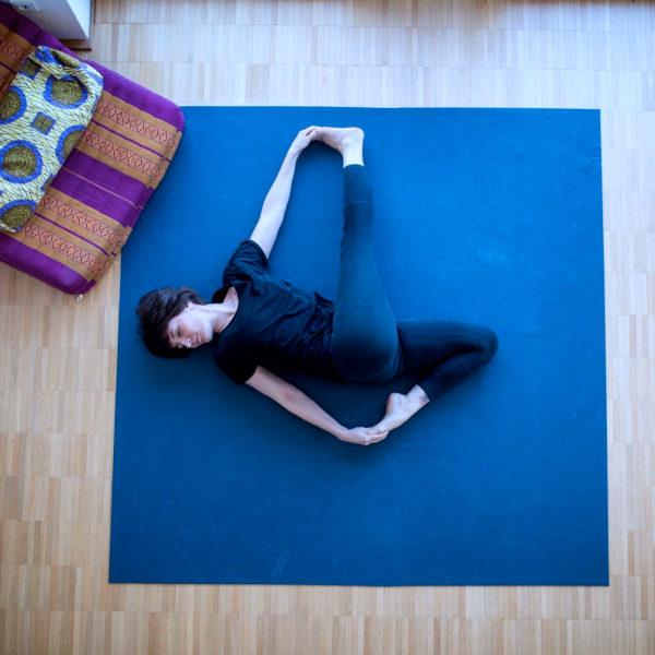Die Yamas aus dem Yoga Sutra sind hervorragendes Material, um deine Yogaklasse tiefgründig zu gestalten. Hier kommen ein paar Ideen, wie du sie in deine Yogaklassen einbauen kannst