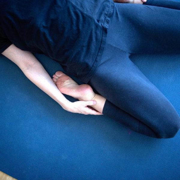 Yin Yoga in Kombination mit Faszientraining ist auch für Massagemuffel geeignet,
