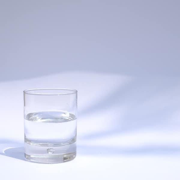 Wieso du dich glücklicher fühlst, wenn du ausreichend Wasser trinkst